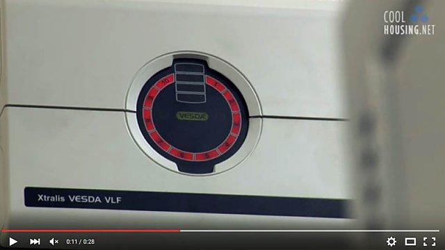 Přístroj detekující dým v datacentru.