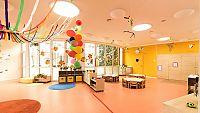 Světlovody rozsvítili členité prostory moderního funkčního řešení rekonstrukce školky v pražských Stodůlkách